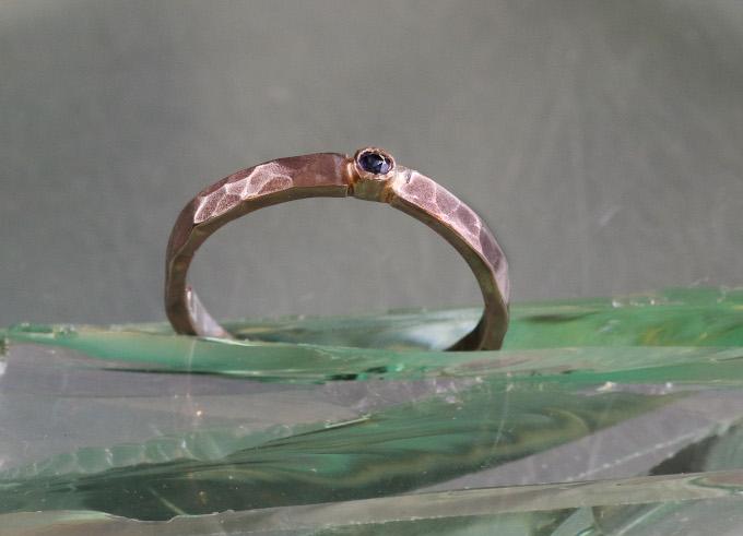 Saffier 2 ring met edelsteen