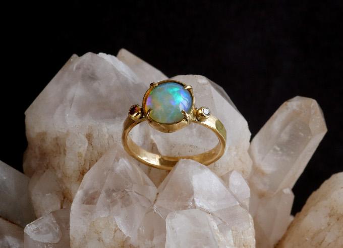 Gouden ring Opaal